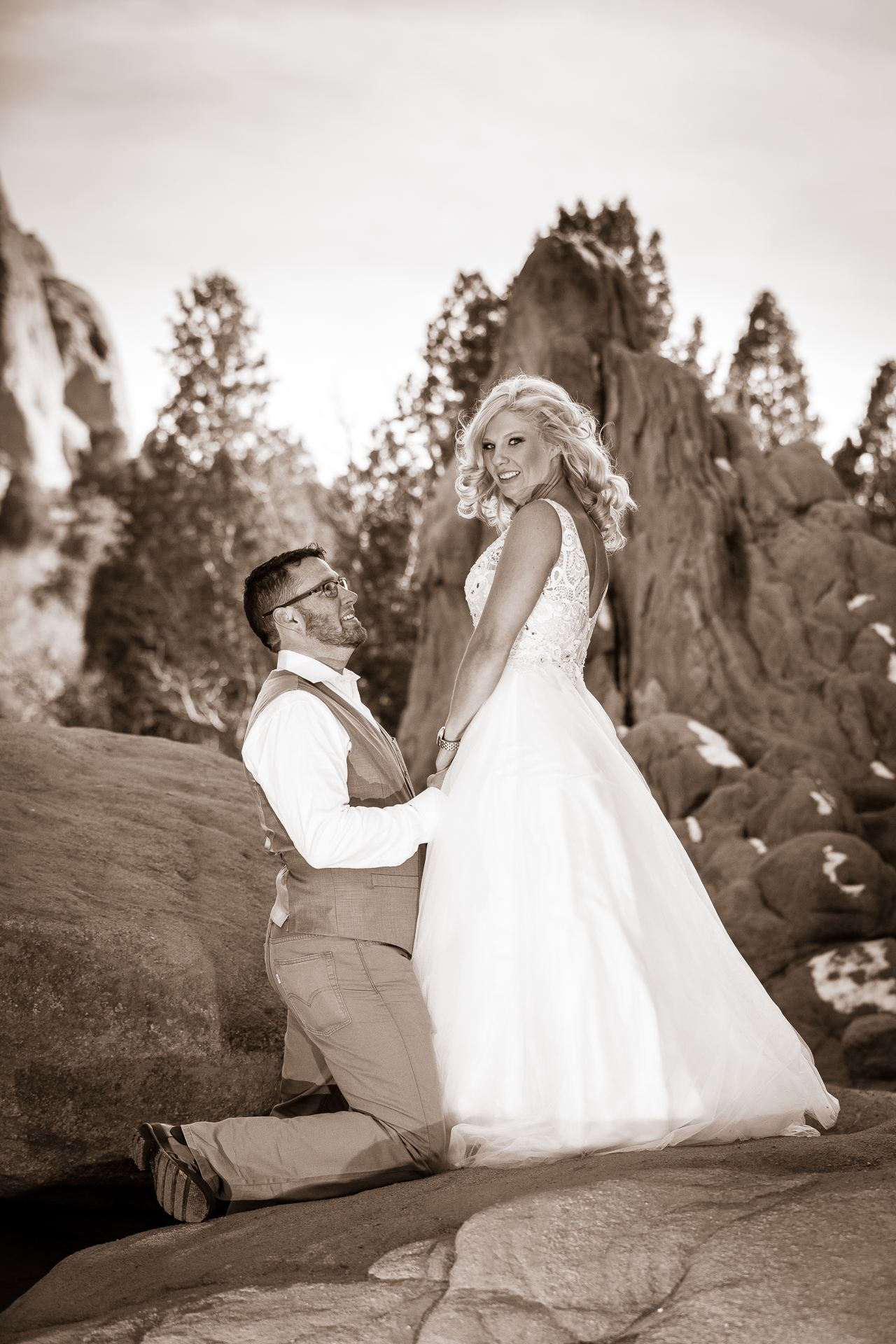 Joe and Jen wedding photography in the Garden of the Gods