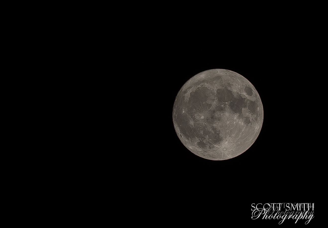 9Y9A5841.jpg - Supermoon tonight. I don't have a super long lens anymore - this is a heavy crop, best I can do with a 200mm.